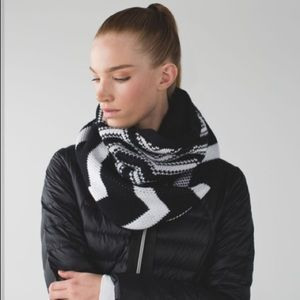 Lululemon Snow Amazing Neck Warmer & Scarf *Sherpa